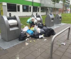 Gemeente Amstelveen reageert op afval naast ondergrondse containers