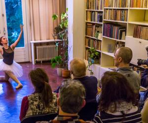 Artiesten en huiskamers gezocht voor Gluren bij de Buren