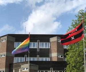 Amstelveen hijst regenboogvlag tegen Nashvilleverklaring