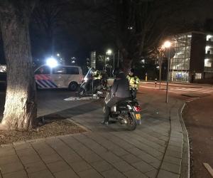 Politie Amstelveen deelt bekeuringen uit aan bromfietsers